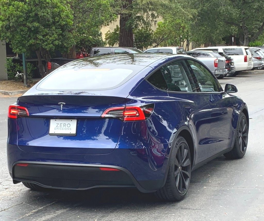https://electrek-co.cdn.ampproject.org/i/s/electrek.co/wp-content/uploads/sites/3/2019/05/Tesla-Model-Y-spotted.jpeg?resize=1024,860